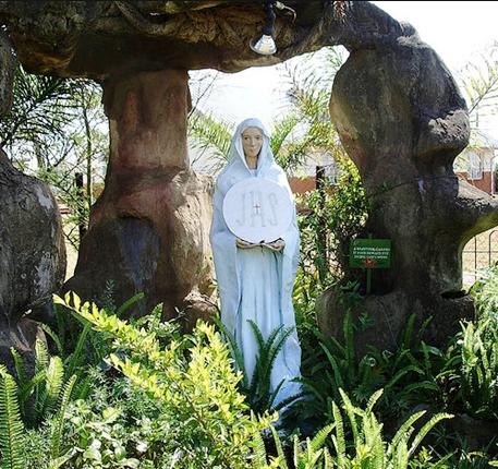 Estatua de Maria Tebernáculo del Mas Alto