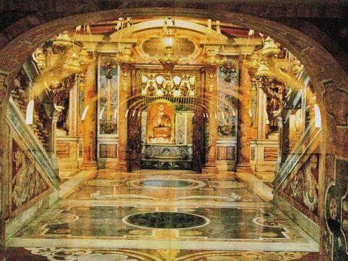Galeria de entrada a la tumba de San Pedro