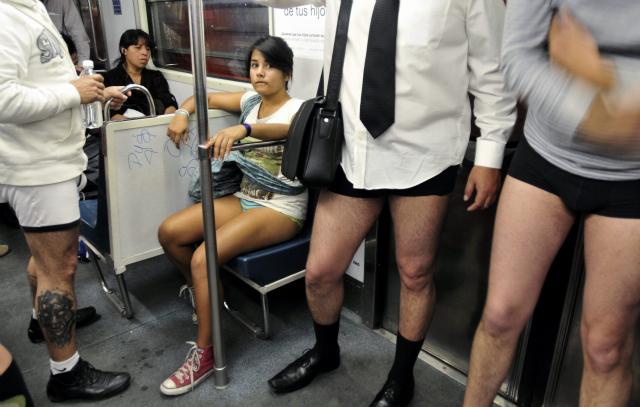 Joven Cojiendo En El Metro De Mexico Df Gay