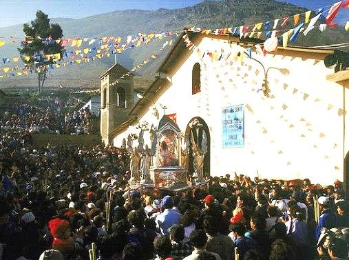 Templo de Cahcuy en el dia de su fiesta