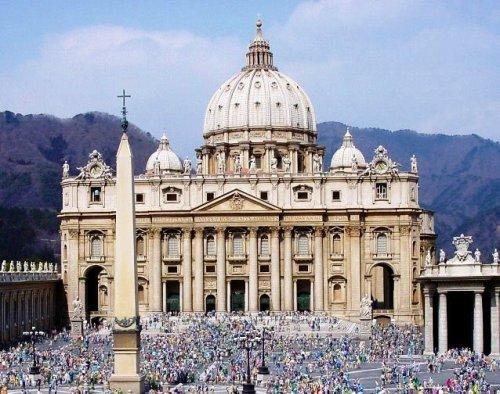 fachada de basilica de san pedro en vaticano