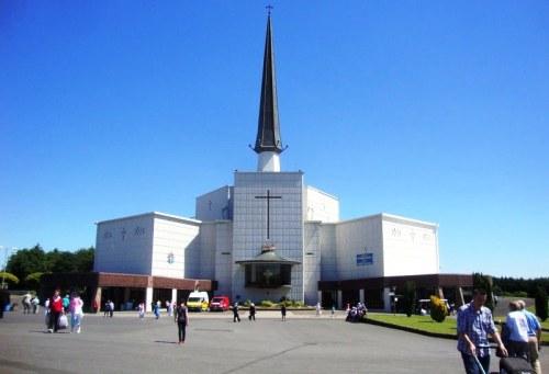Frente y explanada del Santuario nuevo