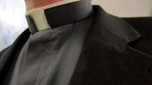 alzacuellos de sacerdote