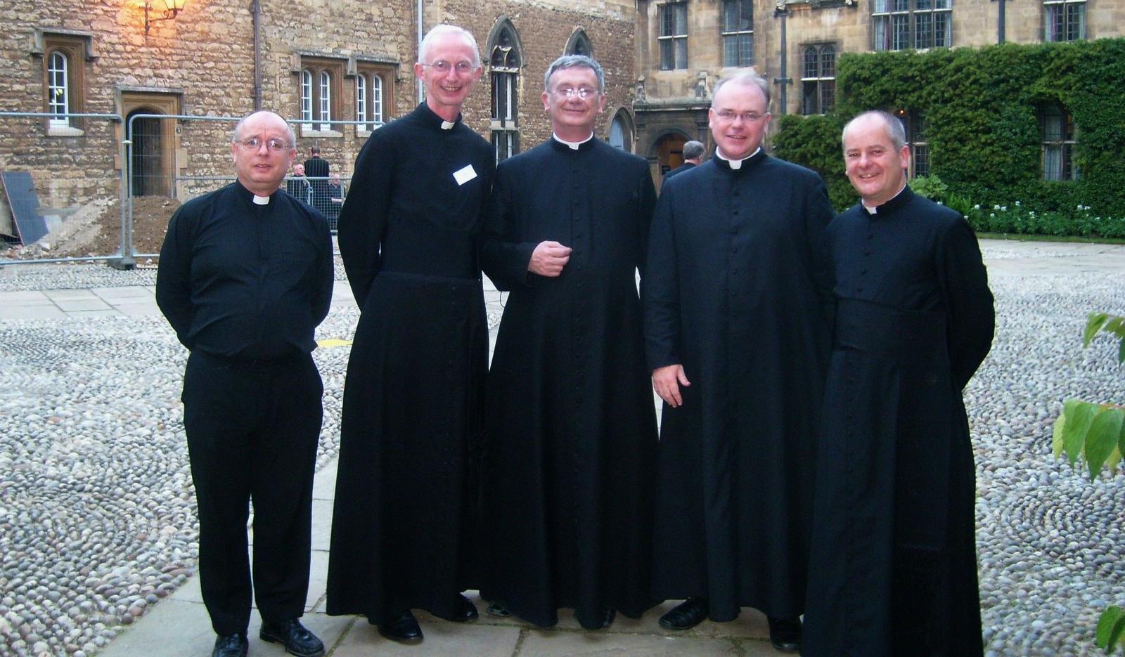 Resultado de imagen de vestimenta clerical