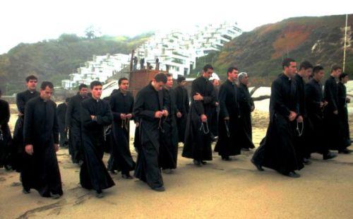 sacerdotes de sotana
