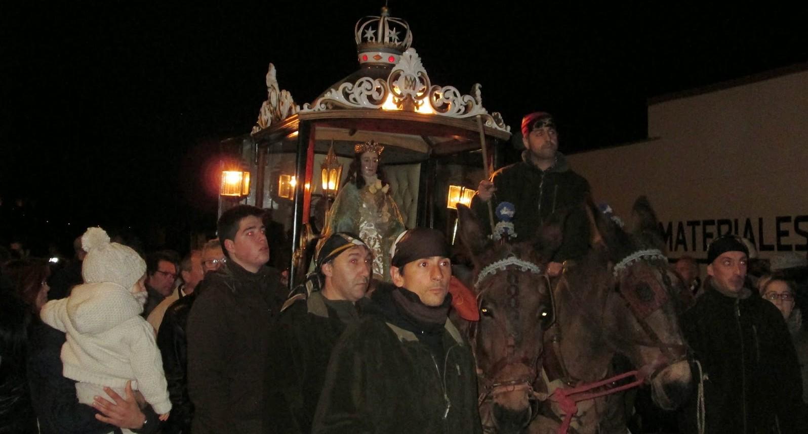 """Virgen de """"Los Pegotes"""", una Tradición de Nava del Rey, España"""