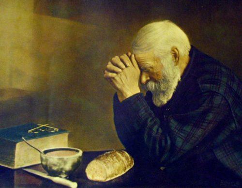 anciano-orando