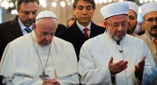 papa francisco con iman en mezquita