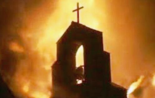campanario incendiado