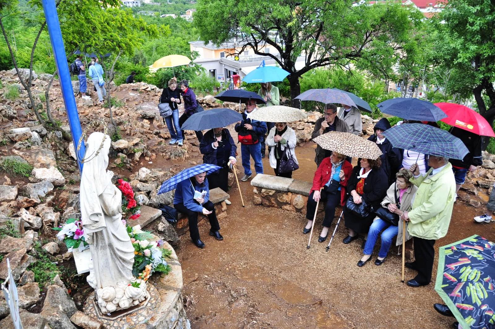 La Virgen misma Indicó Donde Construir la Cruz Azul de Medjugorje