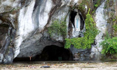 Inundación de Gruta de Lourdes en Francia