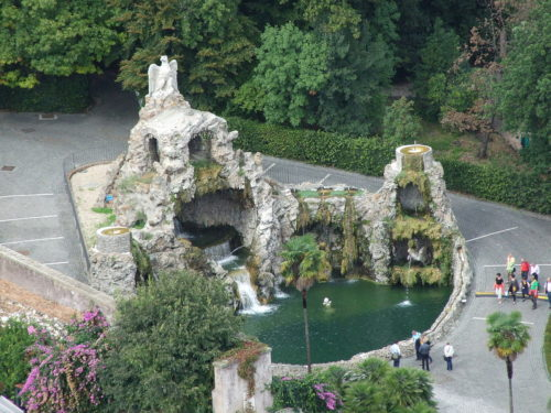 La Fuente del Águila Fontana dellAquilone en los jardines del Vaticano