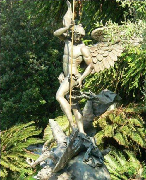escultura de san miguel arcangel del vaticano