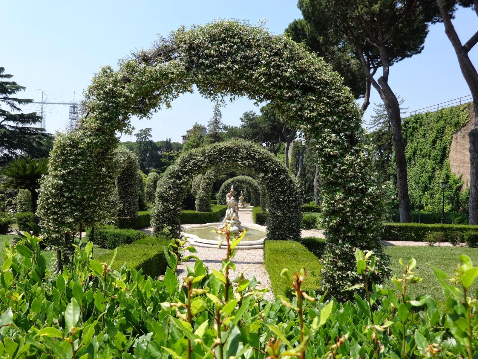 Por favor acomp ame en un paseo por los jardines for Casa y jardin bazaar 2013
