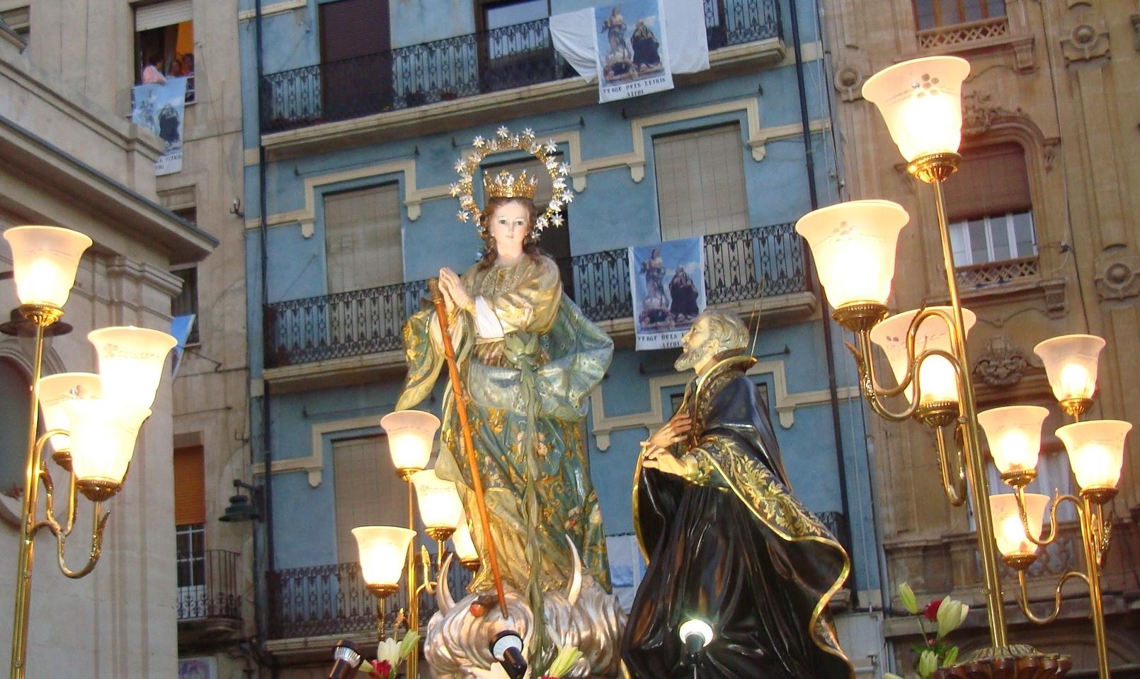 Virgen de los Lirios de Alcoy,  Aparecen Lirios milagrosamente, España (21 ago, 3º dom sep)