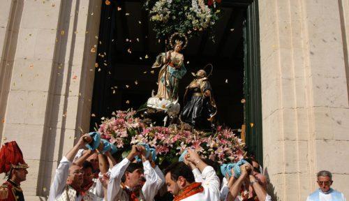 Virgen de los Lirios de Alcoy sale de su templo