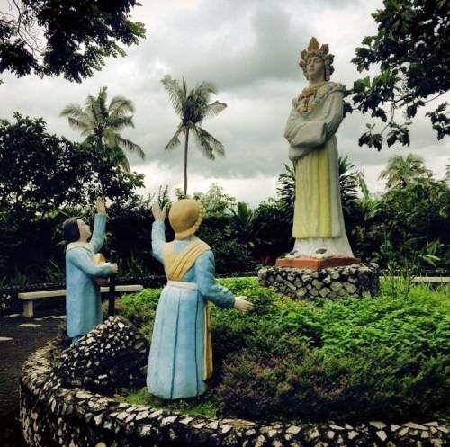 estatua de colores de la salette y videntes