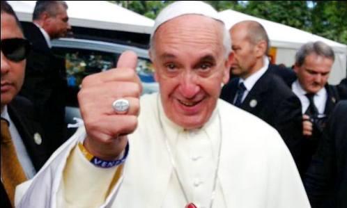 papa francisco haciendo ok