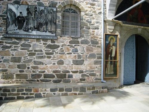 placa en la entrada del monasterio san pantaleon