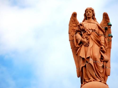 angel parado