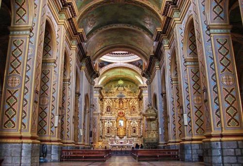 Interior-de-la-Iglesia-y-Santuario-El-Quinche-Pichincha-Ecuador