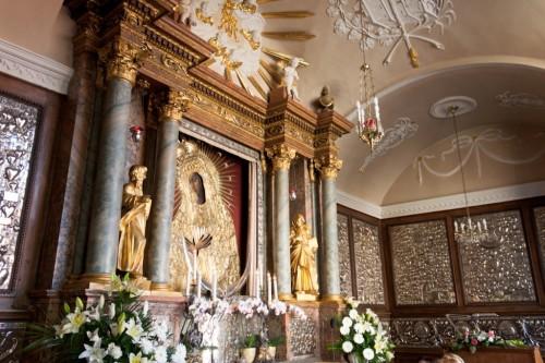 altar de madre de la misericordia de ostra brama