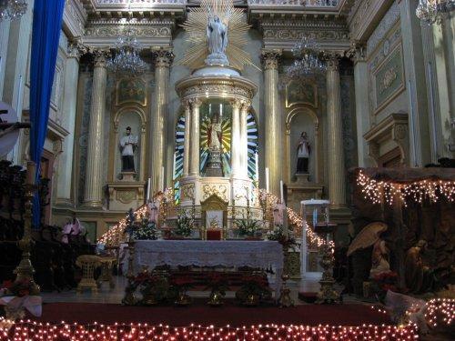 interior de la basilica de guanajuato