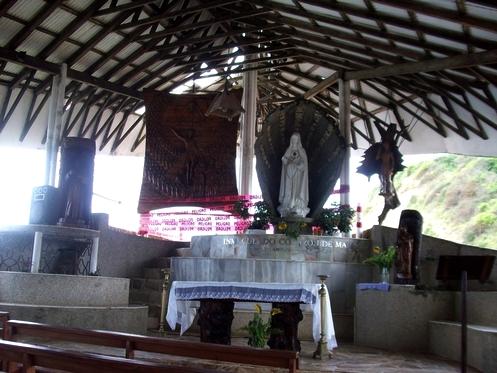 interior del templo de olon
