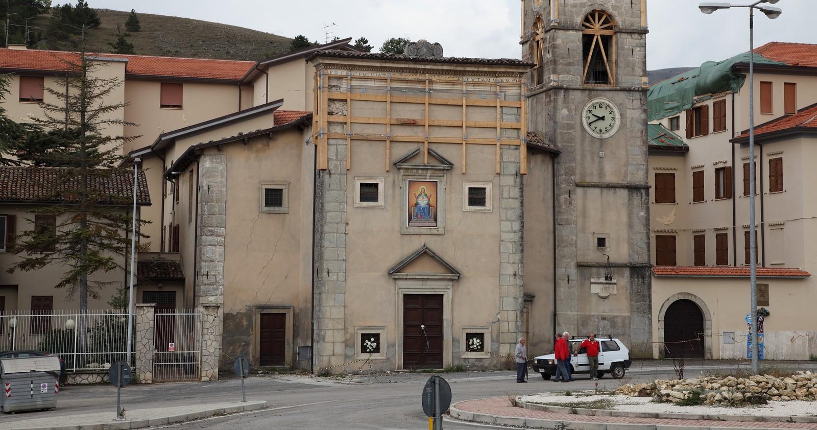 Santa María de la Cruz de Poggio di Roio, Aparición que trajo Grandes Gracias, Italia (Dic)
