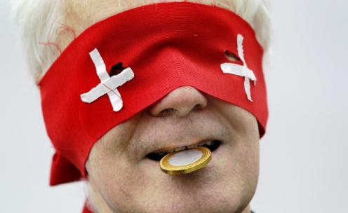 suizo con una moneda en la boca