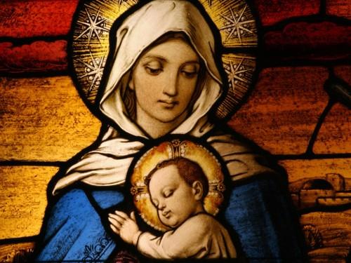 Por qué decimos que la Virgen María es la Madre de Dios, si fue Creada por Dios