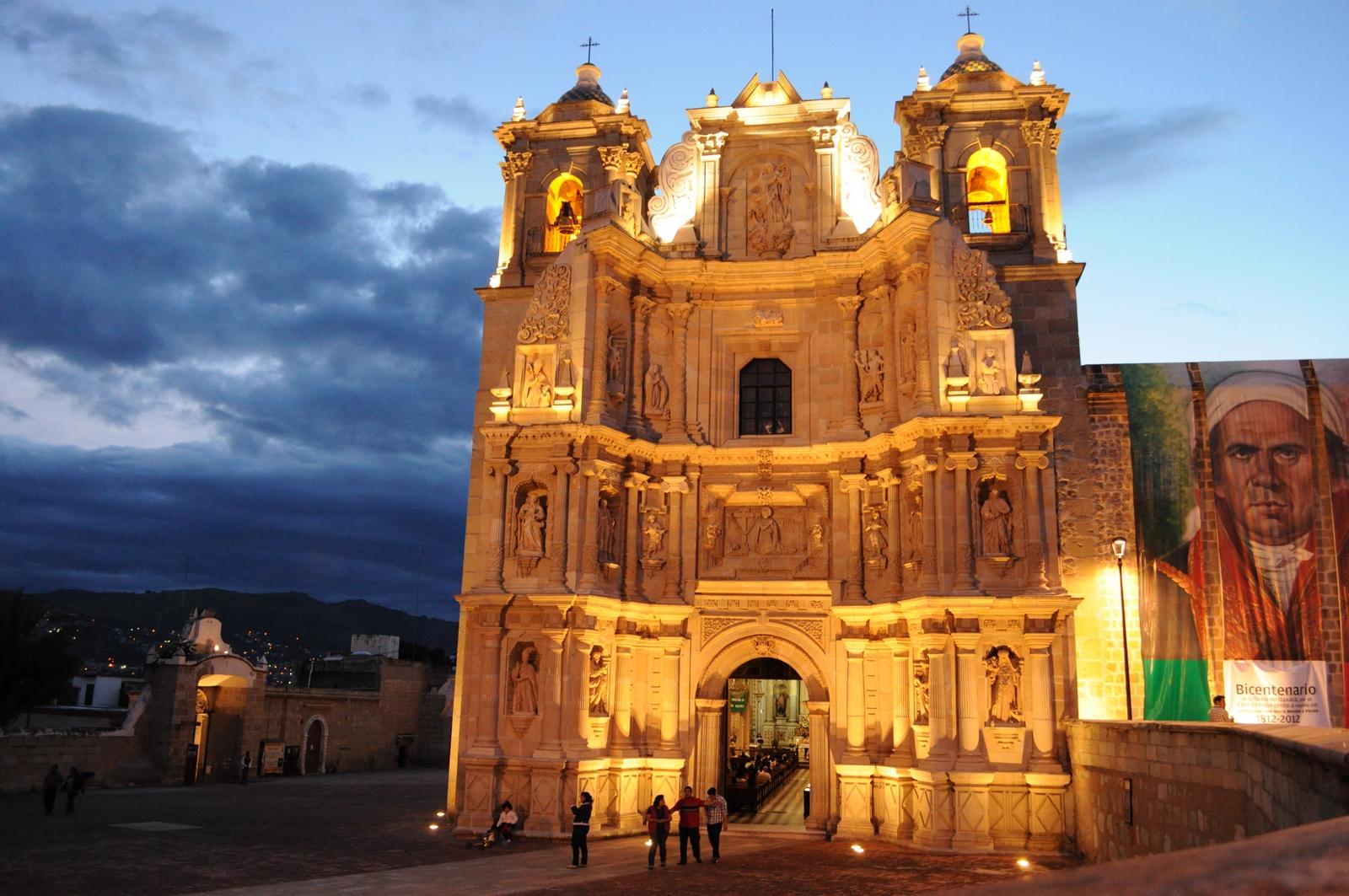 Nuestra Señora de la Soledad de Oaxaca, apareció en una Mula, México (18 dic)