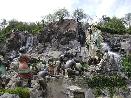 escultura de la virgen de guadalupe en el tepeyac