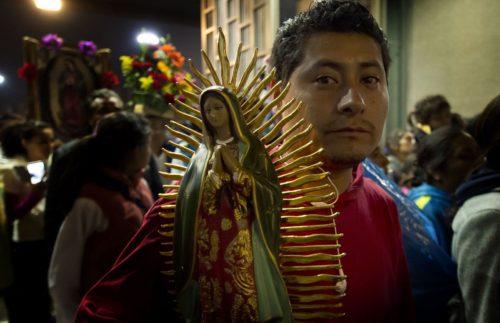 mexicano-con-virgen-de-guadalupe