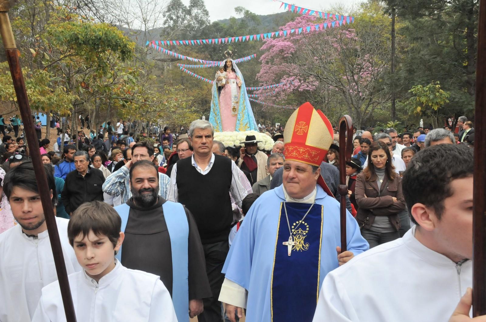 Virgen de la Peña de Yariguarenda, la Virgen se ve en un Cerro, Argentina (8 dic, 3º dgo ago)