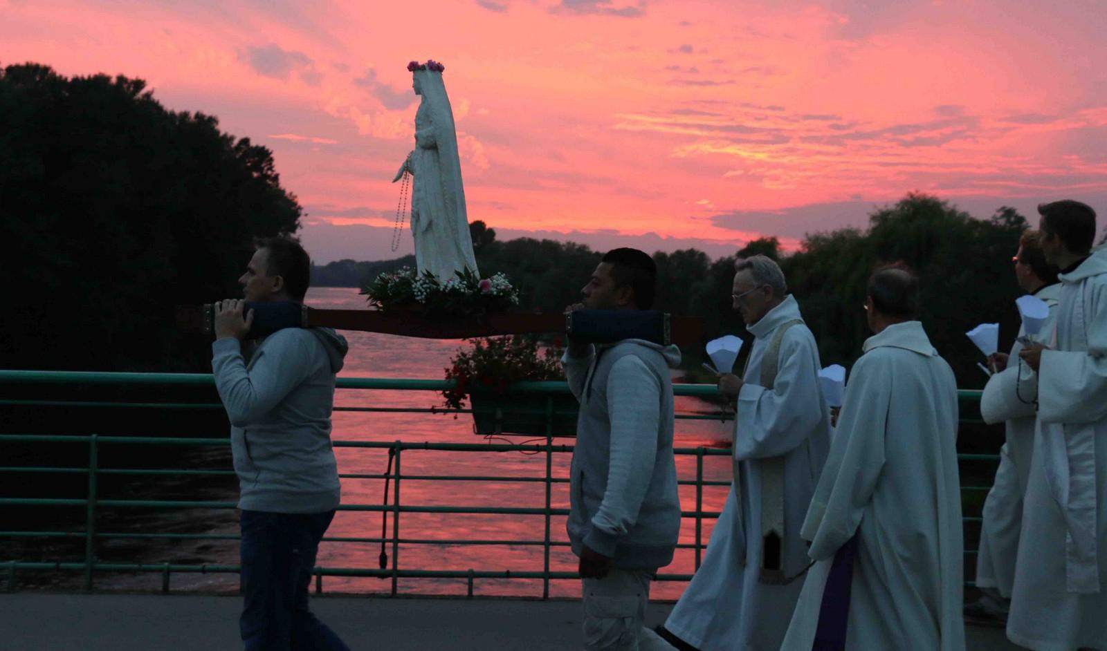 Aparición Aprobada: Nuestra Señora de la Oración, Francia (8 de diciembre)