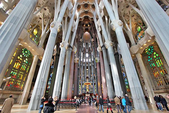 The gallery for antoni gaudi sagrada familia interior - Sagrada familia interieur ...