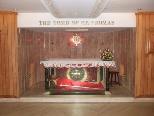 tumba de santo tomas