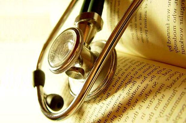 estetoscopio y biblia