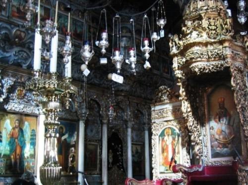 interior de iglesia de tinos