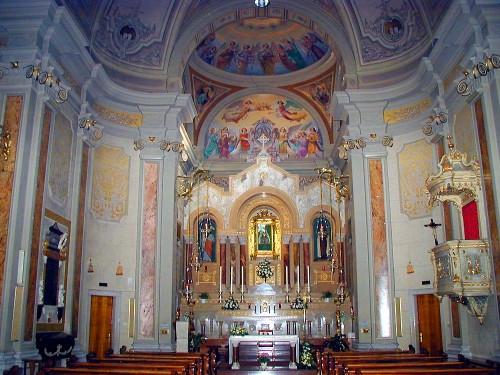 interior iglesia cormons