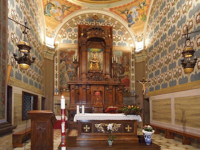 Santa María dei Lumi Aparece en Medio de Luces, Italia (17 ene)