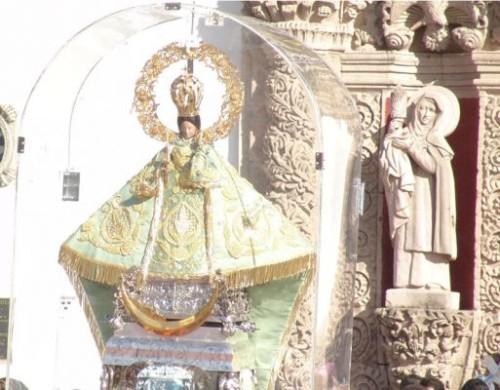 virgen de santa anita saliendo del templo