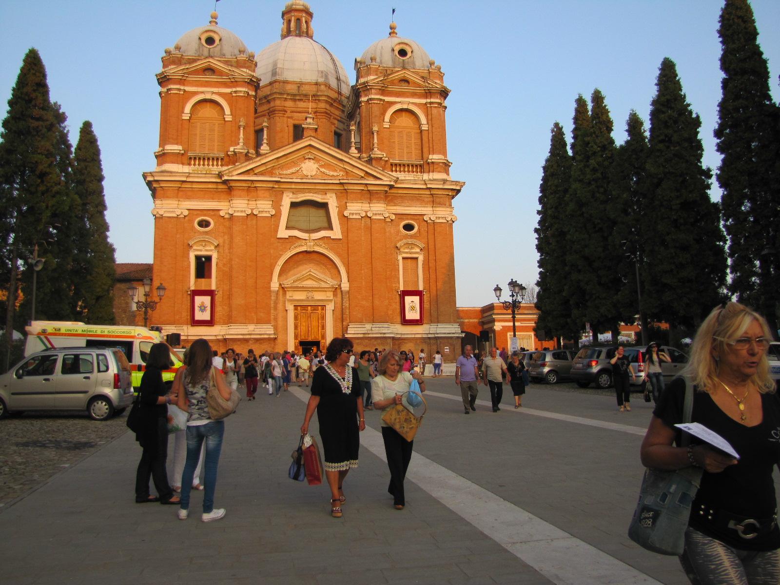 La Pintura Milagrosa de la Virgen del Castillo de Fiorano, Italia (8 feb y 24 sep)