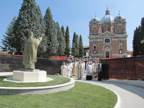 Statua-e-vescovo-fiorano