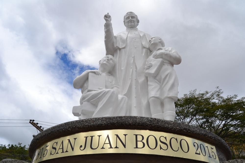 estatua san juan bosco