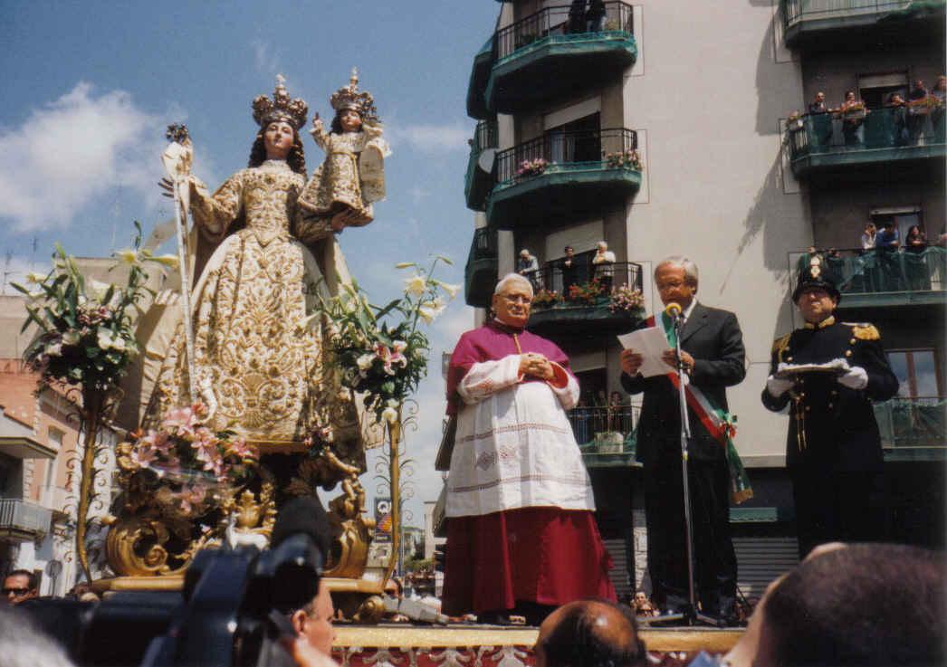 Madonna della Scala, un Venado Señaló la Imagen, Italia (20 feb, 1º dgo may)