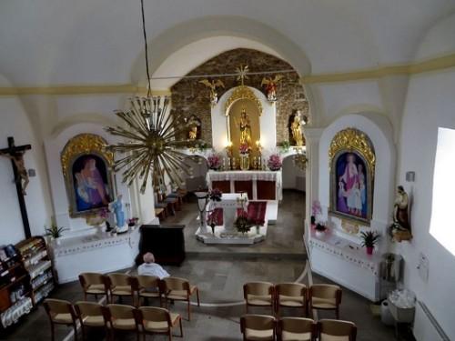 interior iglesia kurescek