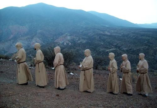 monjes en peregrinacion