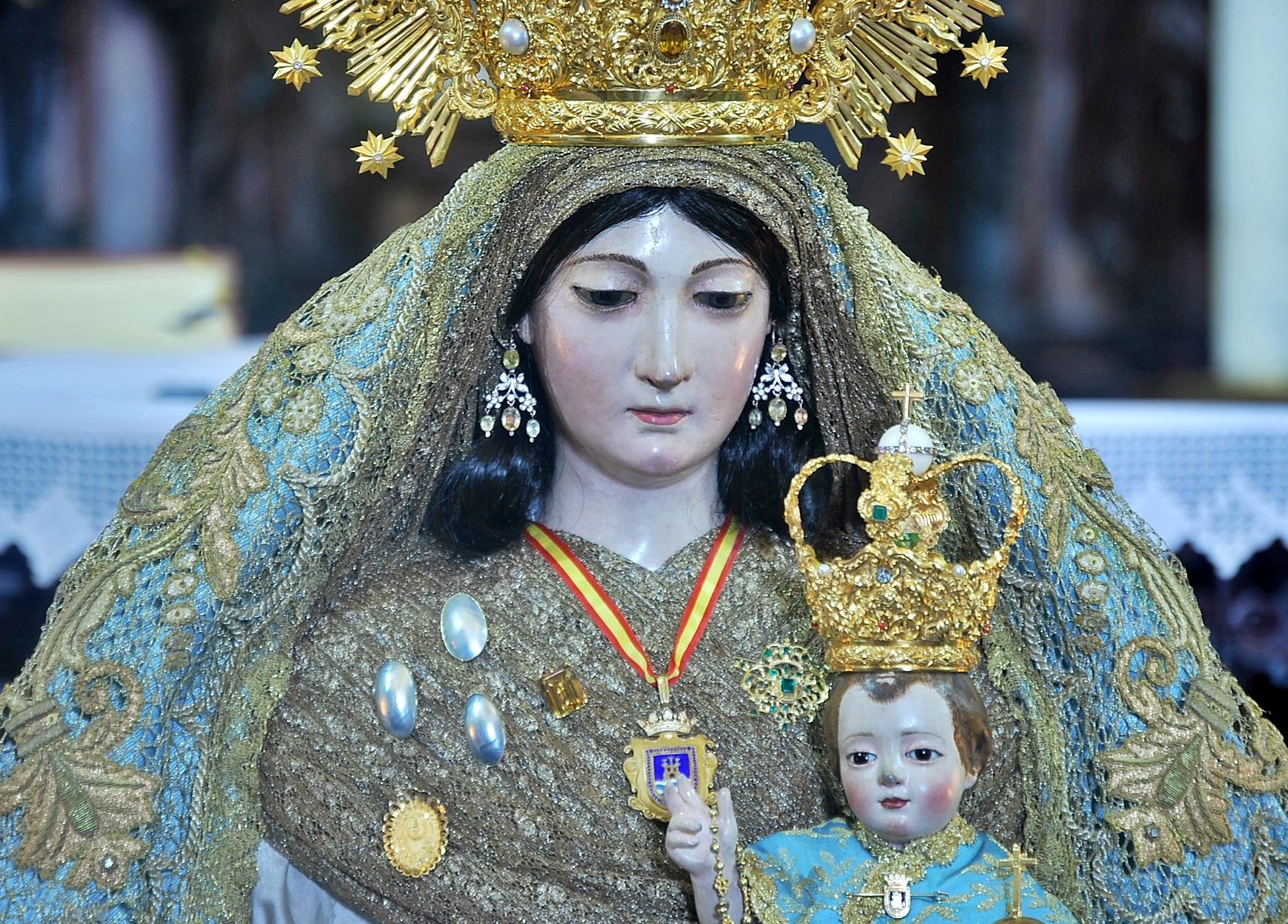 Nuestra seora del rosario de rota responder todas las rogativas la estatua fue coronada cannicamente en la fiesta de nuestra seora del rosario 7 de octubre de 2003 thecheapjerseys Gallery